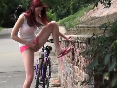 sexy-amateurs-pissing-in-public-places