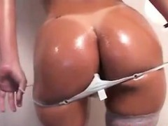 brazilian slut teasing her butt and muffin
