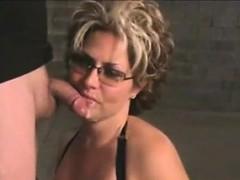 mature-slut-sucking-cock-for-a-facial