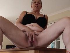 sexy-housewife-deep-throat-fuck