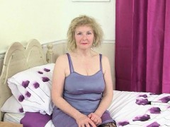 british-granny-zadi-soaks-her-tights