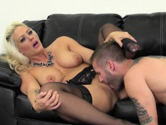hot-blonde-holly-live
