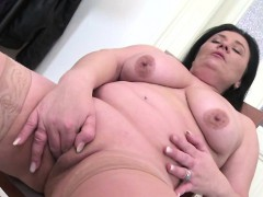 chubby-brunette-mature-toying-her-pussy