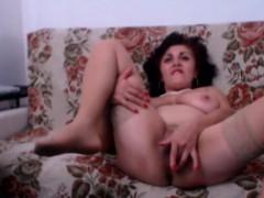 mature-with-big-tits-masturbates