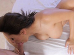 Pretty Honey Gets Deep Penetration From Hunk