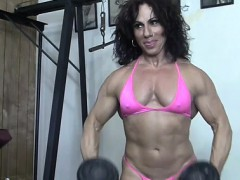 annie-riveccio-likes-working-out