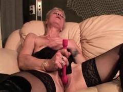 sexy-mature-masturbating-twat-with-vibrator