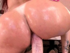 big-ass-milf-gets-deep-fucked-and-jizz-shot
