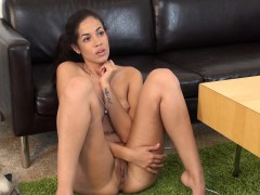 Sensuous Isis Taylor Shows Off Her Amazing Curves And Her Sweet Holes
