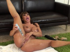 Luscious Asian milf Ava Devine seizes the chance to please her holes