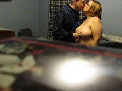 jazmine-from-1fuckdatecom-fondling-unaware-wife