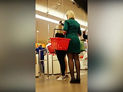 sneaky-upskirt-shots-in-the-supermarket-reveal-nice-asses-a