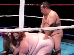 heavy-chicks-give-this-midget-a-blowjob