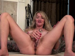 big titted american mature toying herself