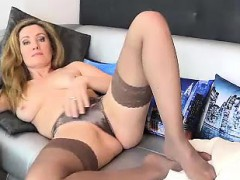 sexy-milf-poses-on-the-couch-in-nylons-and-starts-getting-u