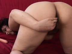 amateur-housewife-playing-with-her-melvina