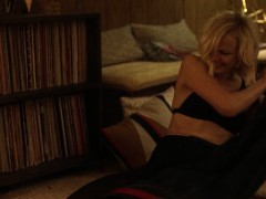 malin-akerman-and-kate-micucci-easy-s01e06