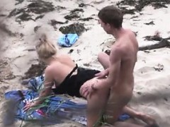 couple-fucking-on-the-beach-wendolyn-from-1fuckdatecom