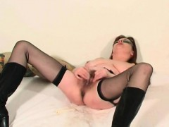 mature-soccer-wife-squirting-her-p-somer-from-1fuckdatecom