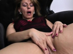 lovely-housewife-ma-getting-wet-by-tifany