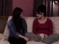 milf-siouxsie-experiences-ts-caress