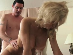 sexy cougar cam raye is taking a penis in her mature cunt