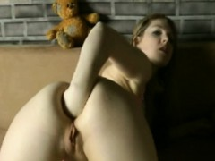 German Girl Fisting Ass on Webcam – FreeFetishTV.com