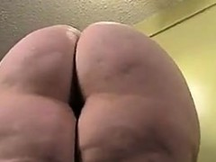 gorgeous-bbw-nympho-is-oiling-up-her-massive-booty