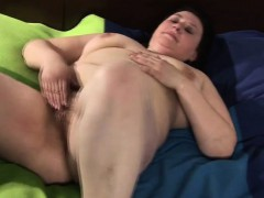 huge-mature-mom-playing-with-her-h-iesha