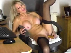 milf-dildos-her-pussy-in-private-show