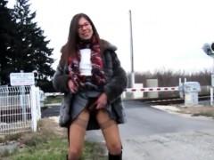 amateur-hairy-outdoor-public-flash-lawanna-from-1fuckdatecom
