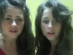 gabi-and-nati-twin-sisters
