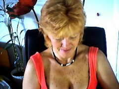 mature-masturbates-on-webcam-frankie-from-1fuckdatecom