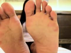 toe-fetish-tranny-models-her-feet