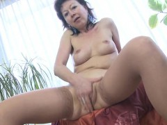 skinny-mature-mother-dreaming-of-y-layla