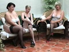 vintage-stripping-from-three-matur-caroyln