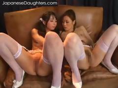 japanese-girls-kiss-in-lingerie