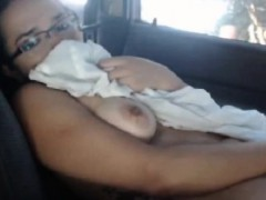 cam-woman-within-the-vehicle-masturbates-in-public-places
