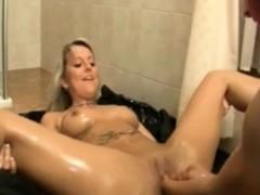 extrem-fisting-beim-lesbensex-in-der-dusche