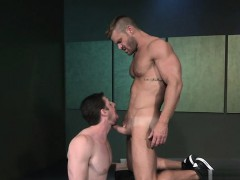 muscle-gay-flip-flop-with-facial-cum