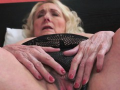 Busty grandmother sucking – Videos XXX Incesto