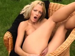 christel-dildoing-naked-at-the-garden
