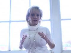 unfaithful-english-mature-lady-sonia-showcases-her-big-knock