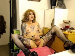 Tattooed Shemale Milf's Satisfying Climax