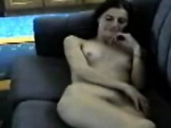 melanie-18-ans-se-montre-nue-ardis-live-on-720camscom