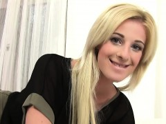 blonde-teenager-and-her-dreams