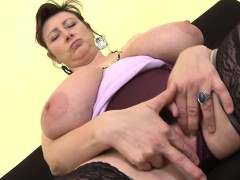 brunette-milf-dildo-and-cumshot