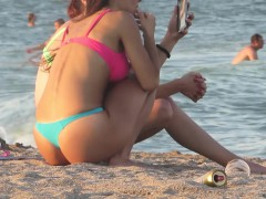voyeur-beach-hot-blue-bikini-thong-amateur-teen-video
