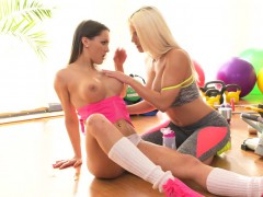busty-lesbians-gapping-at-the-gym