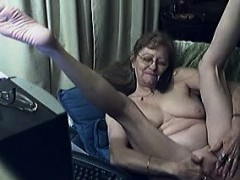 mature lady loves to have phone sex while pleasuring herself WWW.ONSEXO.COM